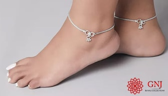 Anklets Part Of Jewelry In Different Fashion Trends